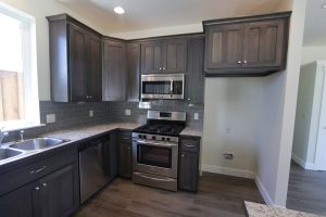 bigthumb_kitchen__shaker_style__hickory__grey_color__recessed_panel__split_panel___9_crown__standard_overlay